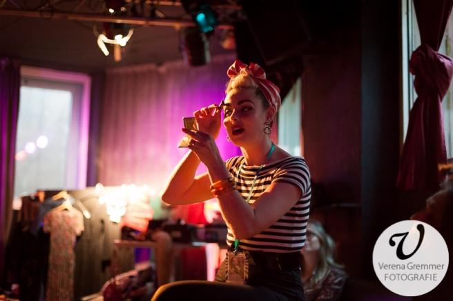 Missy Malone erklärt die perfekte Burlesque-Augenbraue